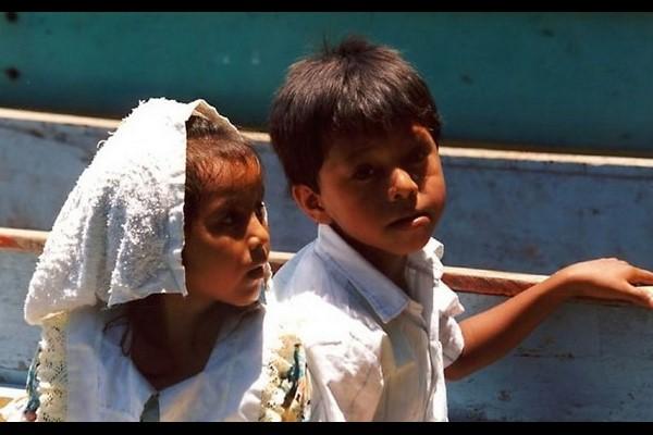 2 enfants sur lac de Managua